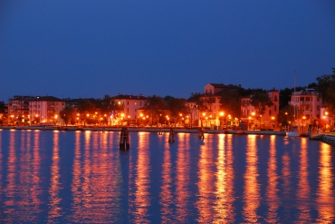 lido port at night